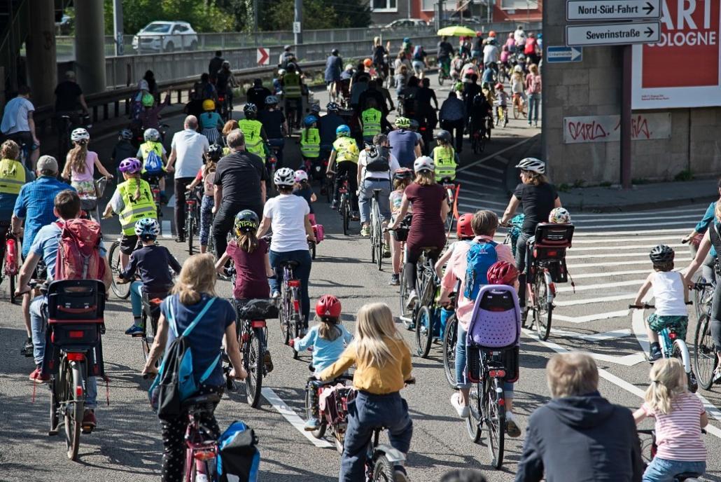 """Bei der """"Kidical Mass"""" wird für mehr Verkehrssicherheit demonstriert."""