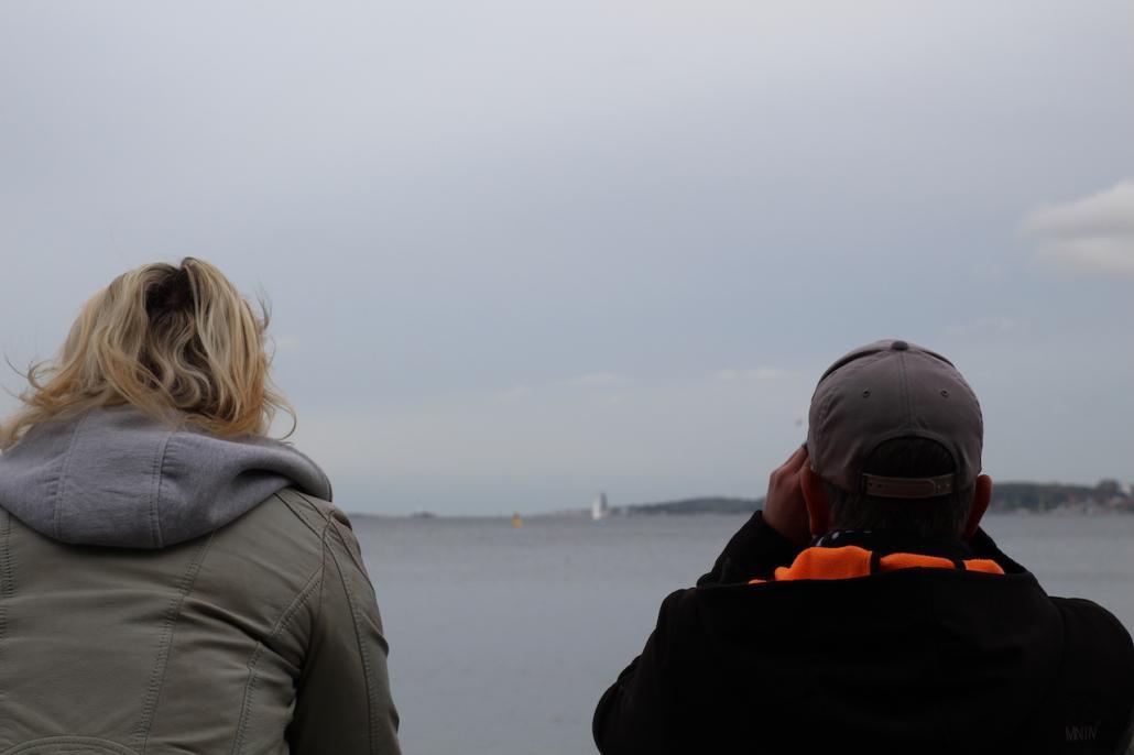 Mit Spannung erwartet: Viele Kielerinnen und Kieler ließen sich das Spektakel an der Kiellinie nicht entgehen.
