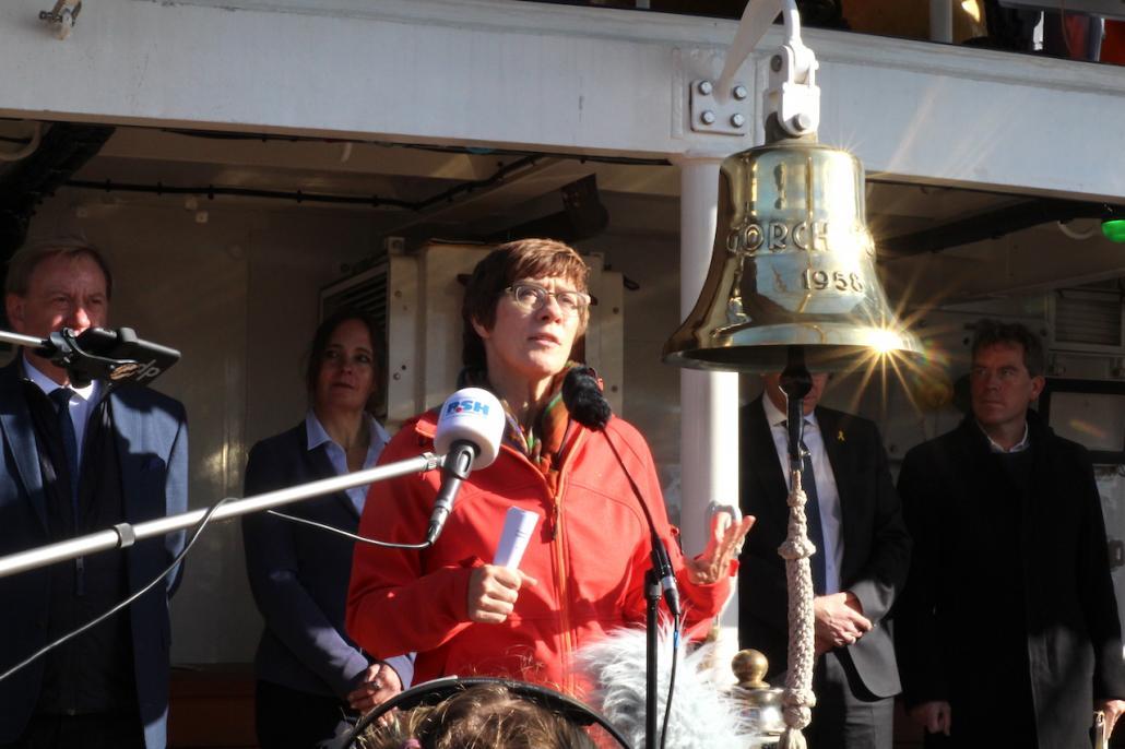 Verteidigungsministerin Annegret Kramp-Karrenbauer sprach über die Bedeutung der Gorch Fock für die Marine und die Landeshauptstadt Kiel.