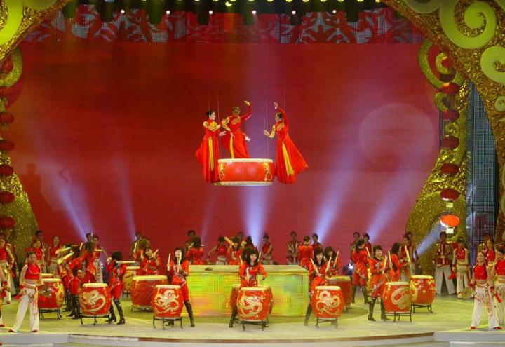 Chinesische Trommelkünstlerinnen gastieren im Schloß