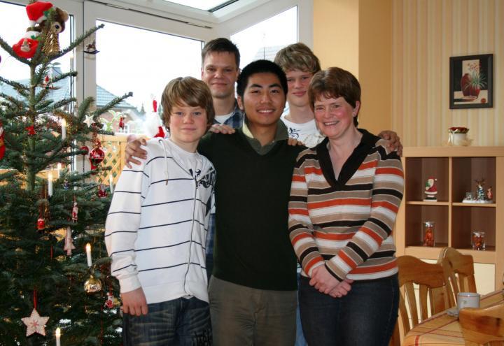 100 junge Erwachsene freuen sich auf Feiertage in einer Gastfamilie