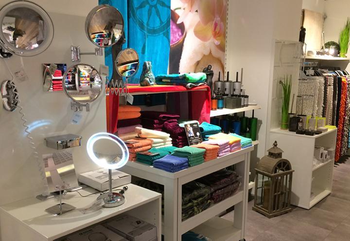 Shopping-Freude bei Möbel Janz