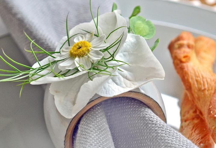 DIY-Tipp: Serviettenring mit Blumen