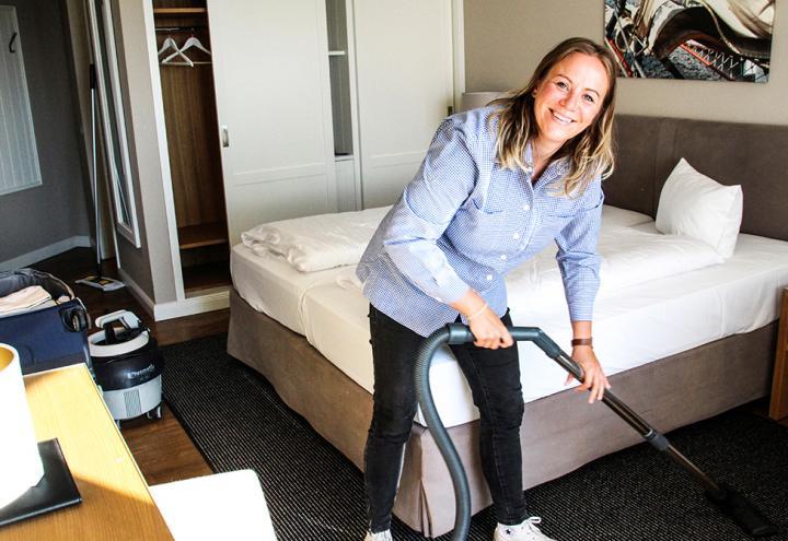 Mediaberaterin Gesa Butenschön unterstützt tatkräftig im Housekeeping