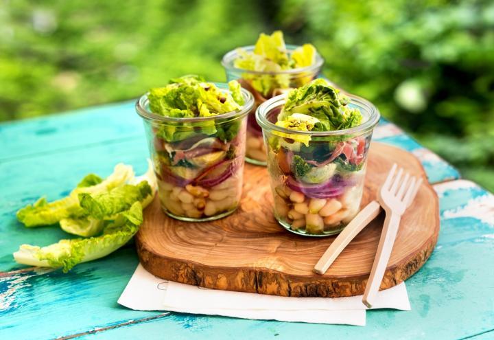 Bunter Salat im Glas